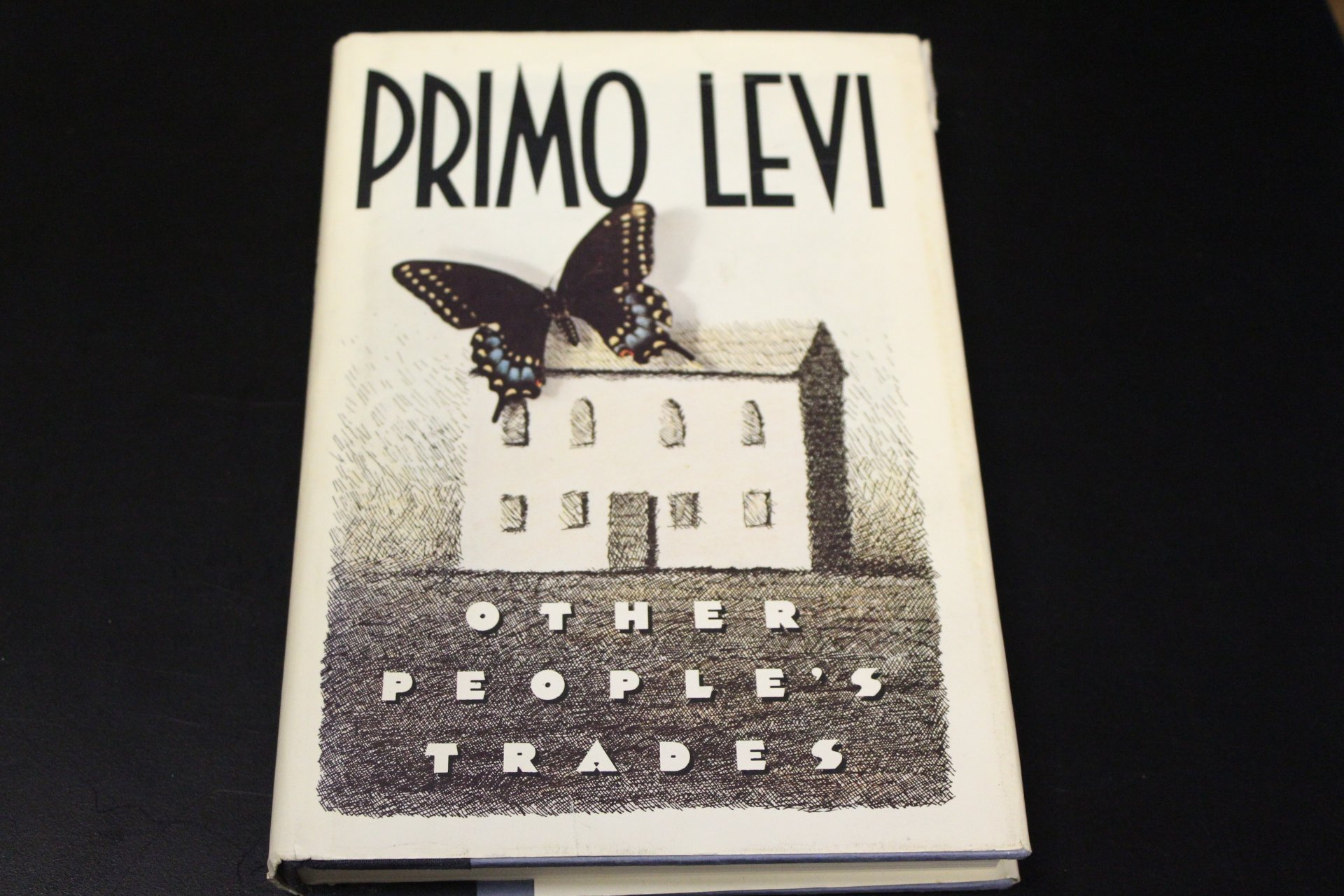 Other peoples trades english and italian edition primo levi other peoples trades english and italian edition primo levi 9780671611491 amazon books gamestrikefo Gallery