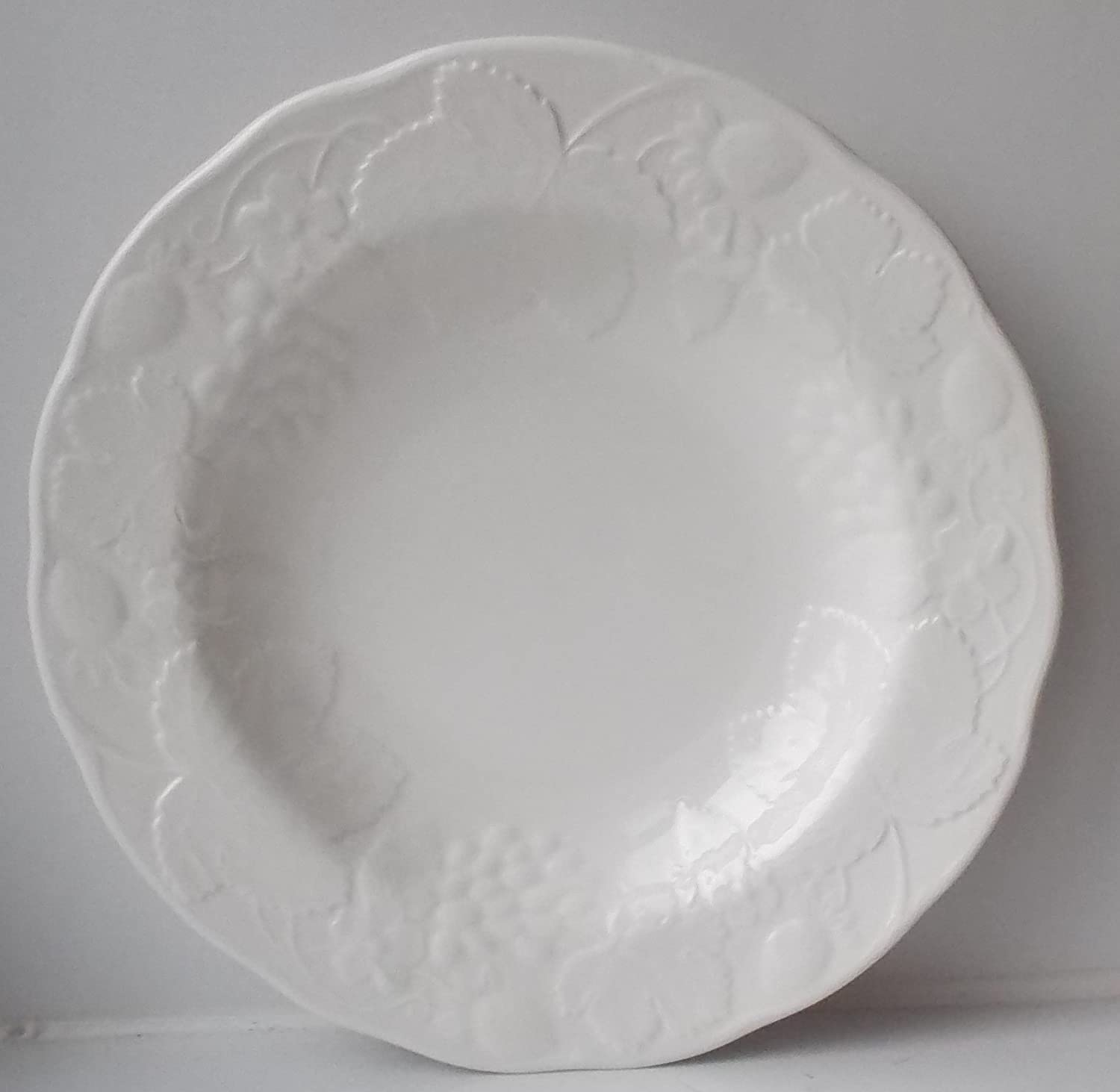 Wedgwood Strawberry and Vine 9 Rimmed Soup Bowl
