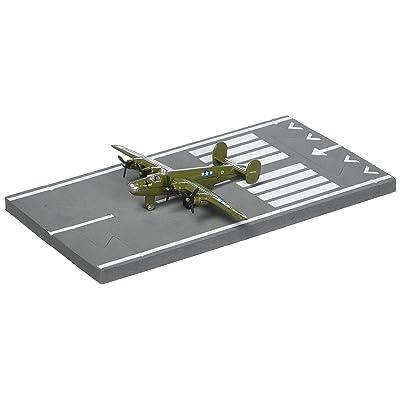 Daron Worldwide Trading Runway24 B-24 Liberator Vehicle: Toys & Games