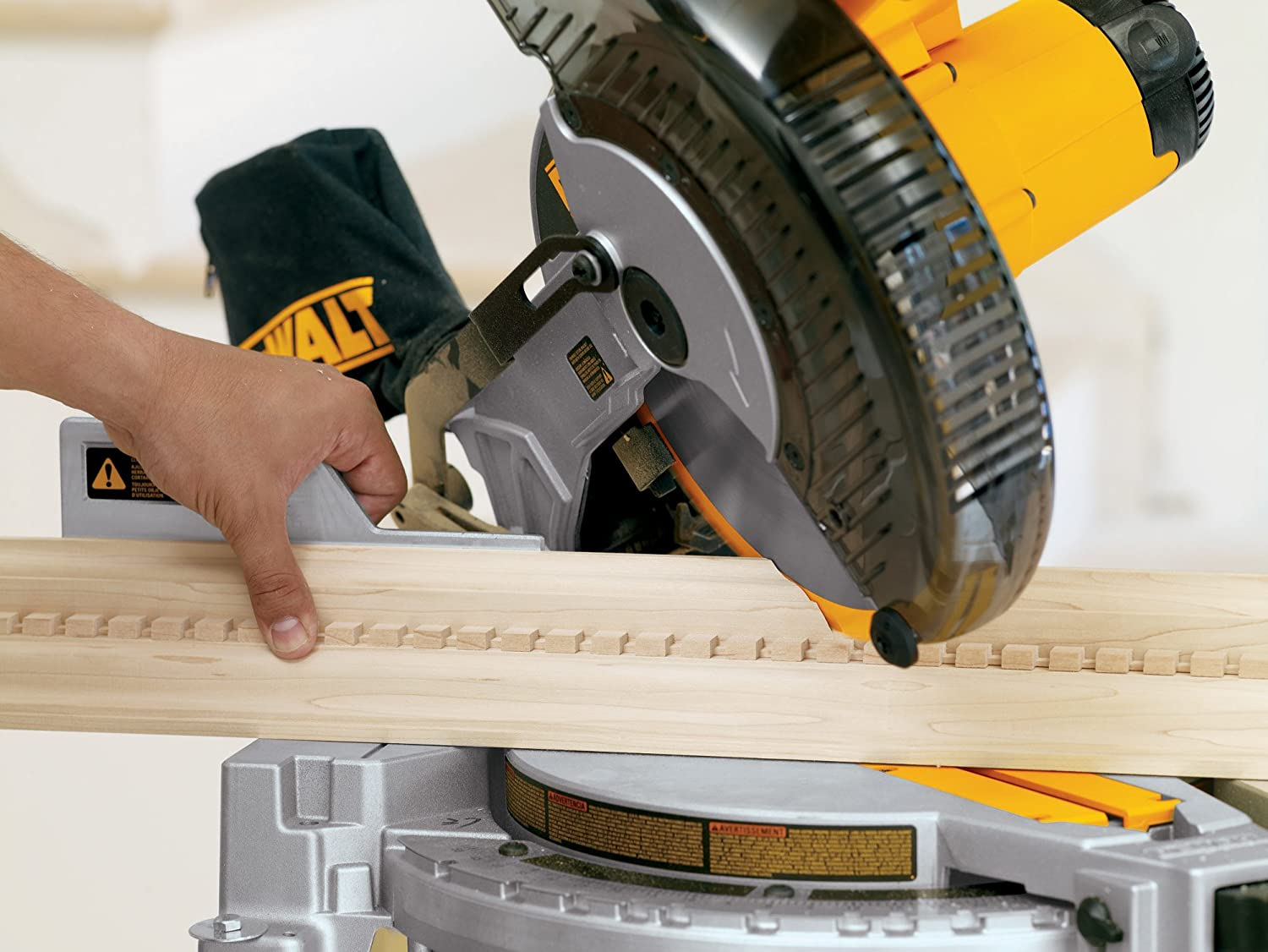 DEWALT DW713 15 Amp 10-Inch Compound Miter Saw - Power Miter Saws