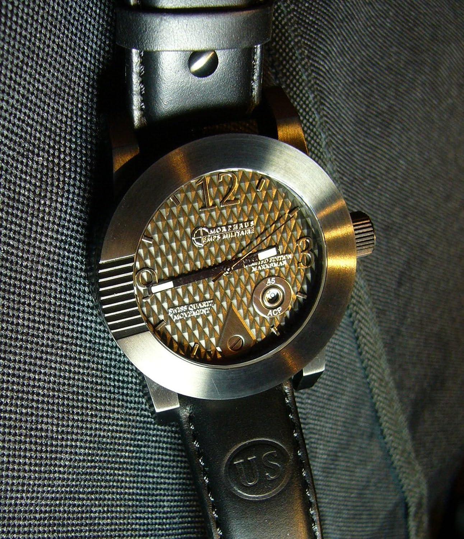 Oregano 1911 Armbanduhr Schwarz Fall