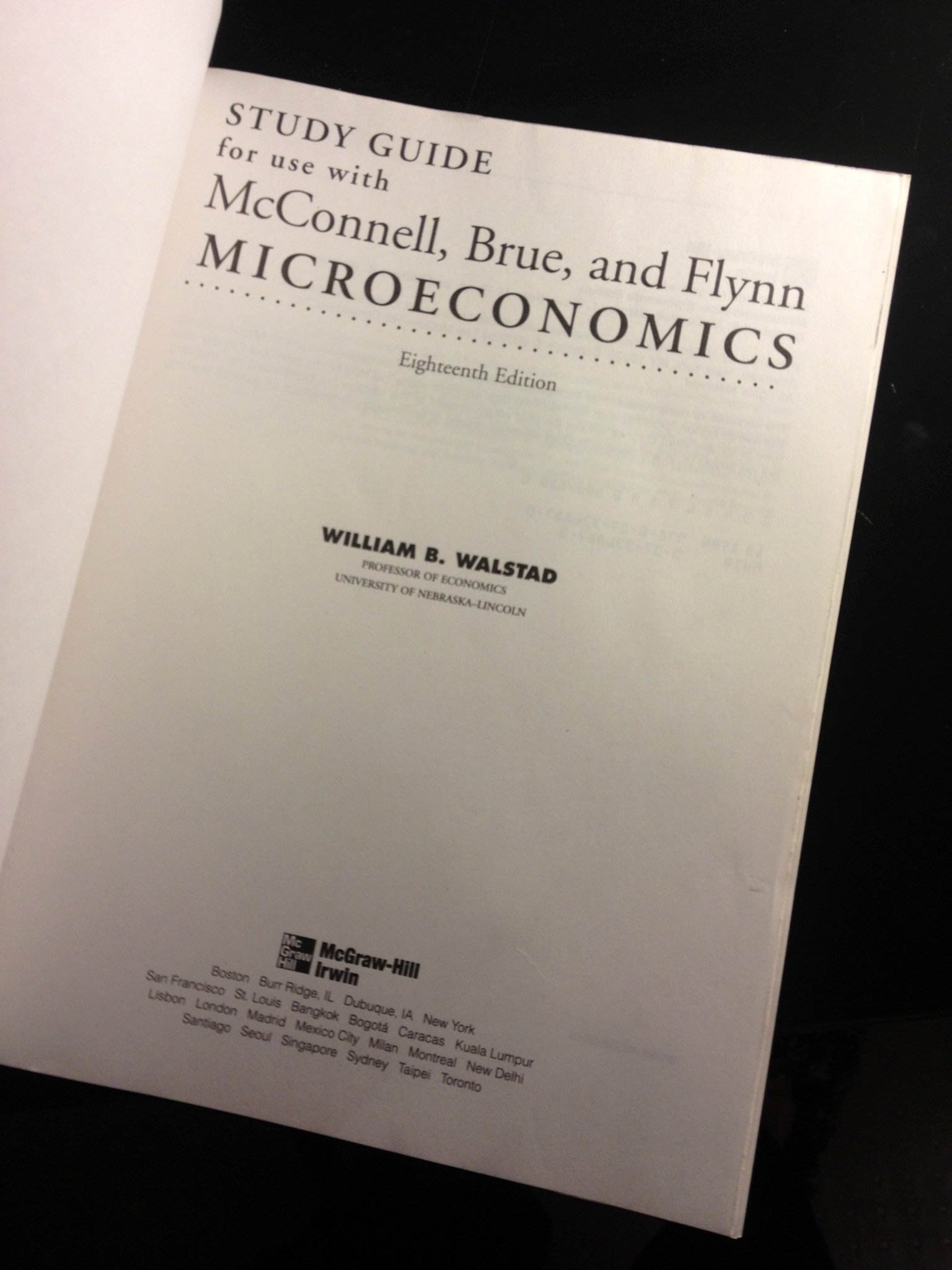 (McGraw-Hill) Study Guide For Use With Microeconomics: Stanley L. Brue,  Sean M. Flynn, and William B. Walstad Campbell R. McConnell: 9780073368870:  ...