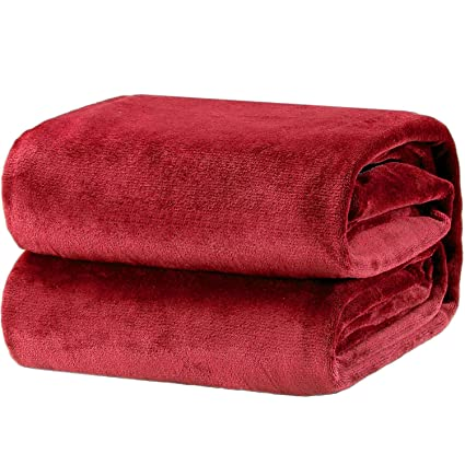 e5707251bd Bedsure Flannel Fleece Throw Blankets Red Travel Size - Super Soft Fluffy  Warm Solid Bed Throws for Sofa - Luxury Microfiber Blanket 130x150cm  ...