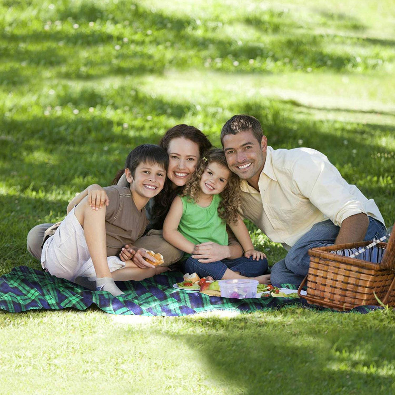 family picnic with KAMUI blanket