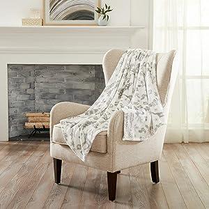 Decorative Holiday Throw Blanket. Super Soft Velvet Plush Christmas Design. (Winter Animals - Grey)