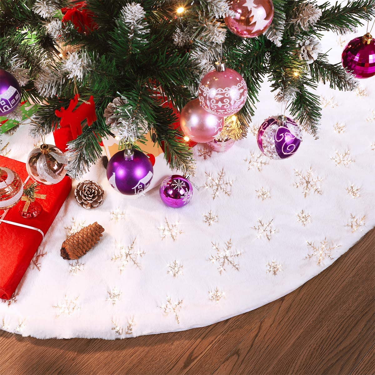 Unomor Christmas Tree Skirt 48 Inches White Faux Fur with Sequins for Merry Christmas Party Christmas Tree Decoration Xmas Party Supplies