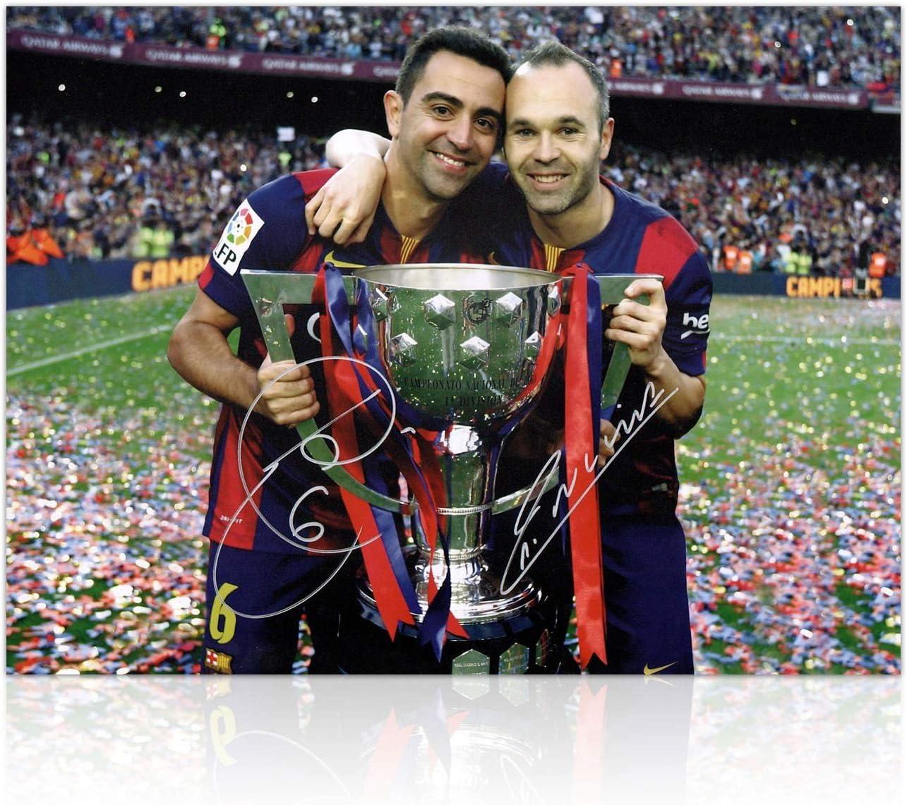 Barcelona Foto firmado por Andrés Iniesta y Xavi Hernández: Amazon ...