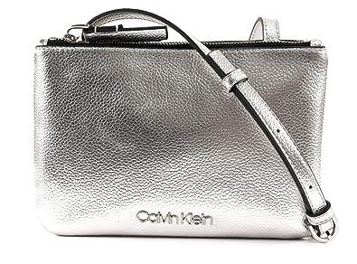 d11a7973cf612 Calvin Klein CK Must EW Crossbody Silver  Amazon.de  Schuhe ...