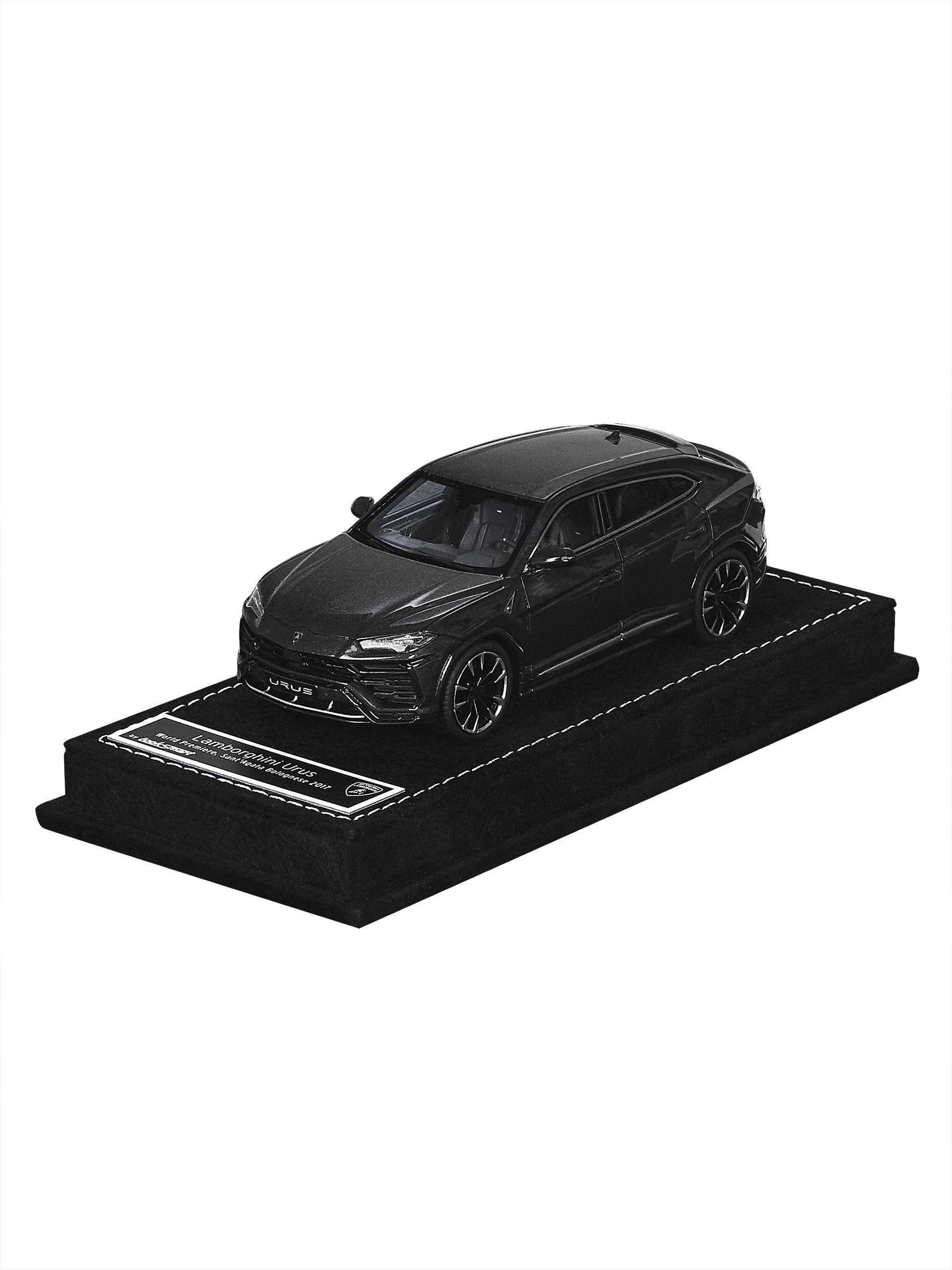 Automobili Lamborghini Urus 1:43 scale model by Looksmart