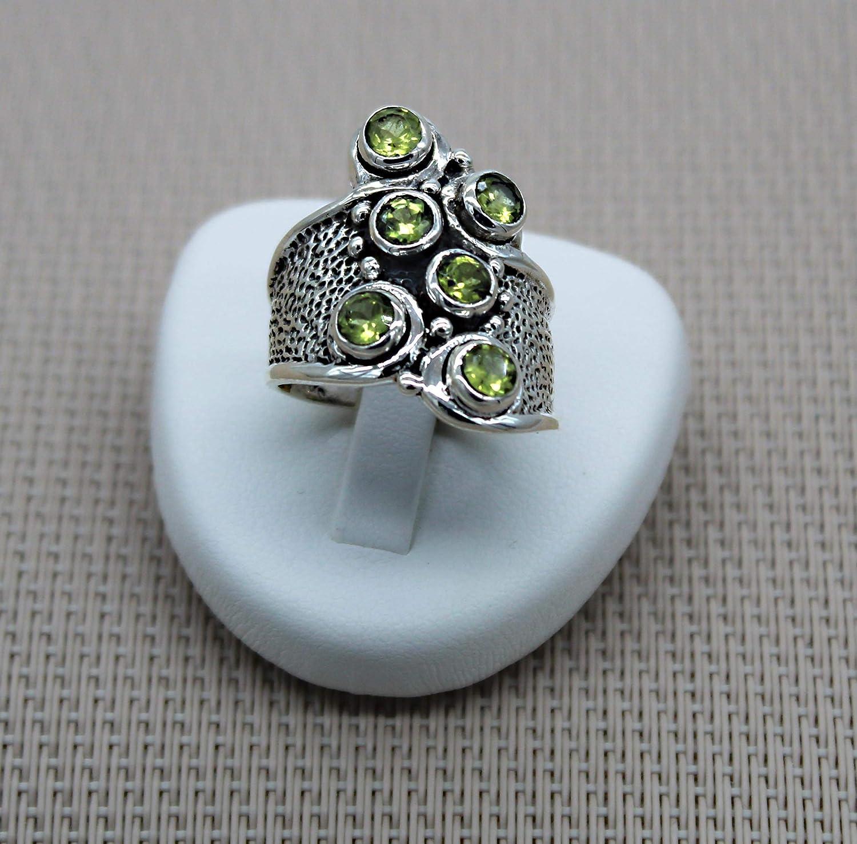 Anillo de plata mineral verde. Anillo de plata con peridotos. Joyas étnicas Piedras preciosas de plata.