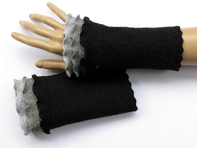 Armstulpen/Pulswärmer aus schwarzer Walkwolle (Walk, Walkstoff); Rüsche Walkstoff); Rüsche