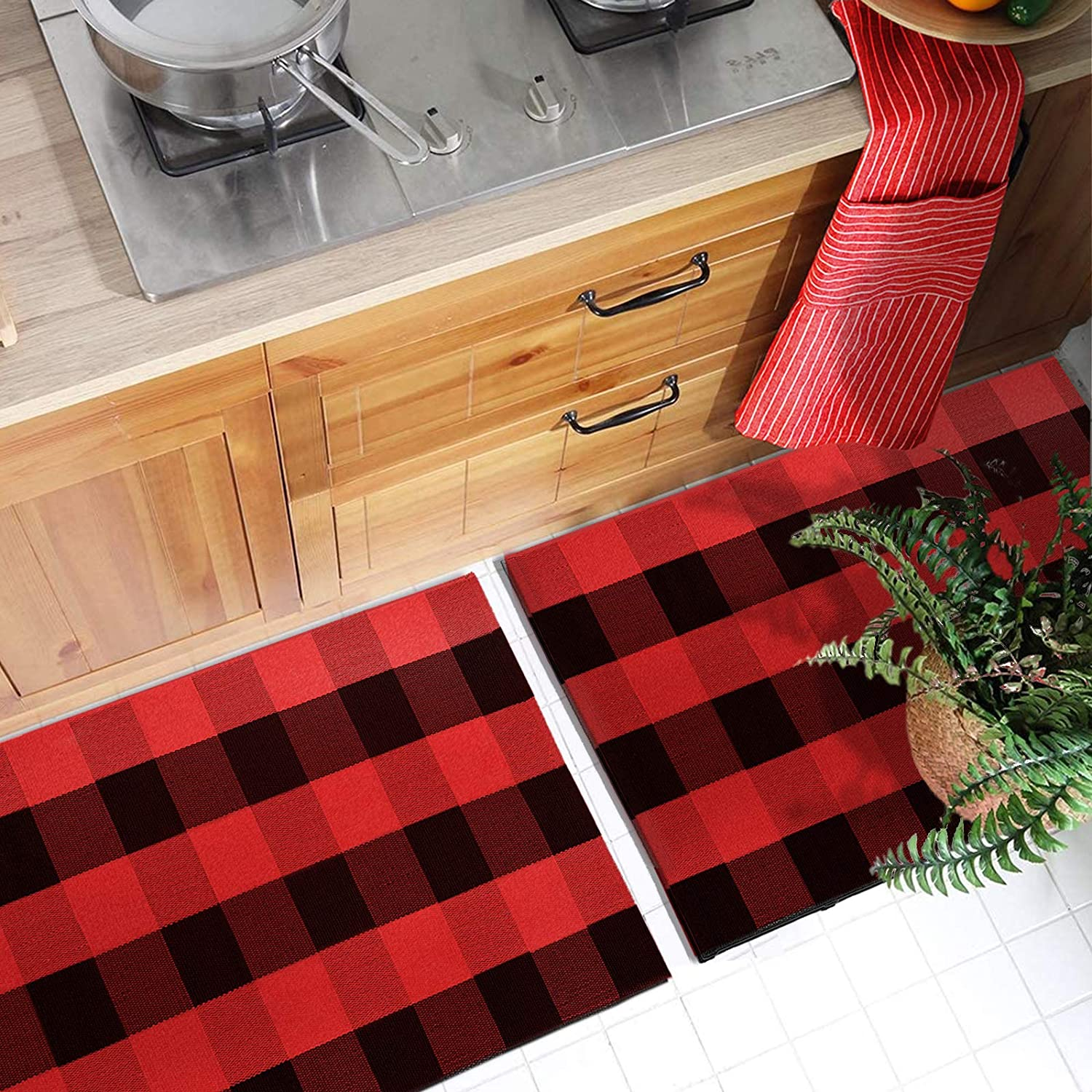 Buffalo Plaid Area Rug, 17.7 x 27.5 inch 2 Pack Kitchen Rug Cotton Outdoor Mat for Porch Bathroom Carpet Living Room Indoor Doormat , Black and Red