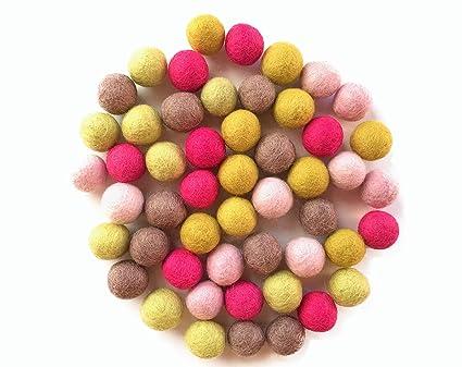 ea21e7828b Colección llena de color de 50 bolas de fieltro  quot Lemon Mix quot  de 2