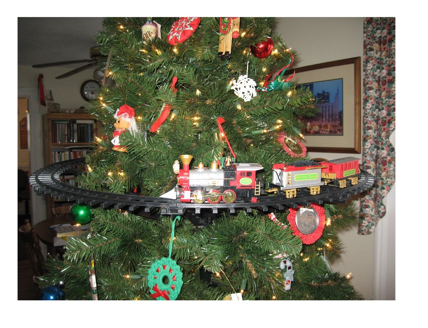 Christmas Tree Train.Nicky Bigs Novelties Light Sounds Animated Christmas Train Set Holiday Decoration Mounts In Tree