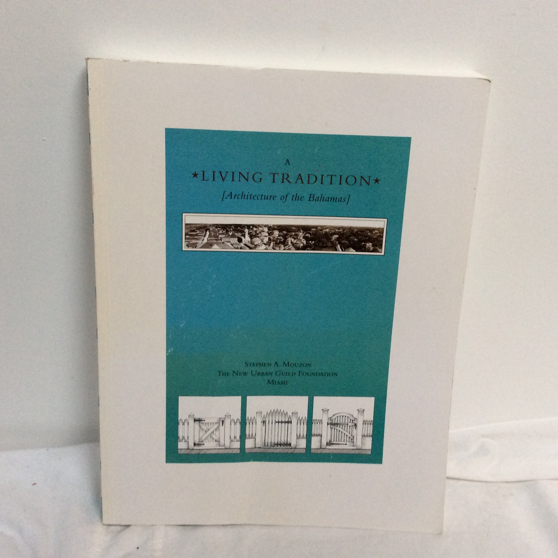 A Living Tradition [Architecture of the Bahamas]: Stephen A. Mouzon:  9781931871082: Amazon.com: Books