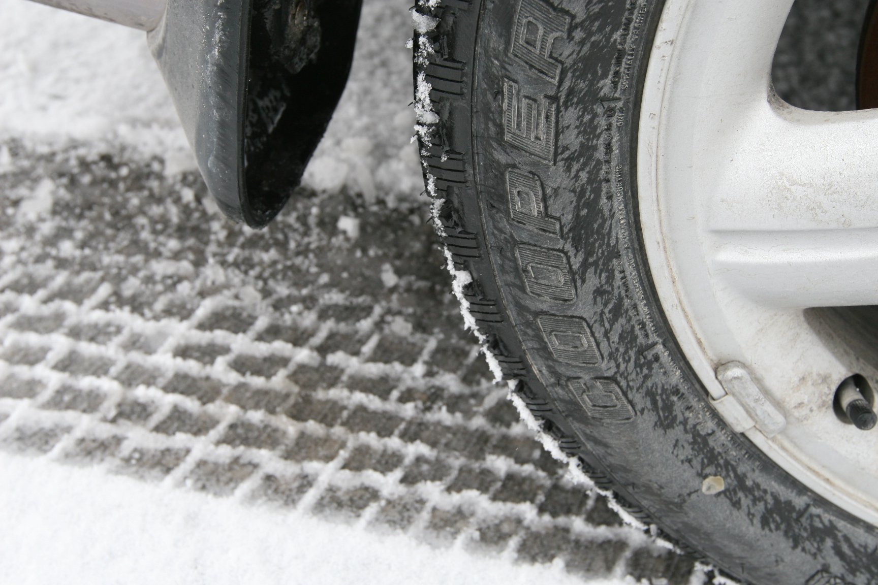 Cooper Weather-Master S/T 2 Winter Radial Tire - 235/60R16 100T