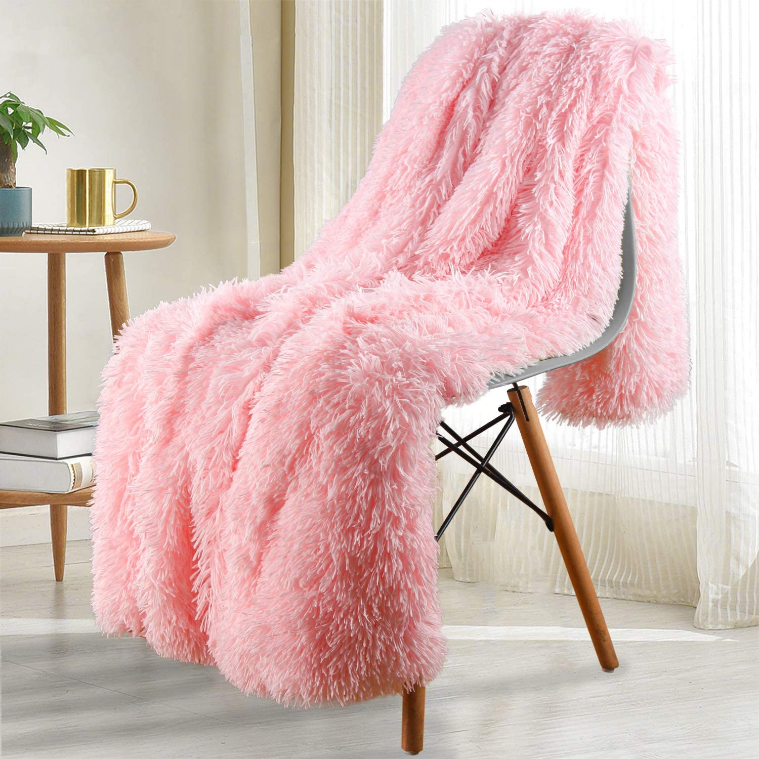 Noahas Shaggy Longfur Throw Blanket with Sherpa Warm Underside, Super Soft Cozy Large Plush Fuzzy Faux Fur Blanket, Lightweight and Washable Kids Girls Room Decorative Blanket, 50''x60'', Light Pink