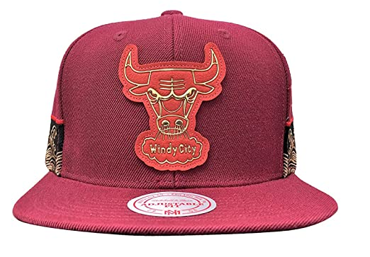 216453420a27a Amazon.com  Mitchell   Ness Chicago Bulls Chinese New Year Snapback ...