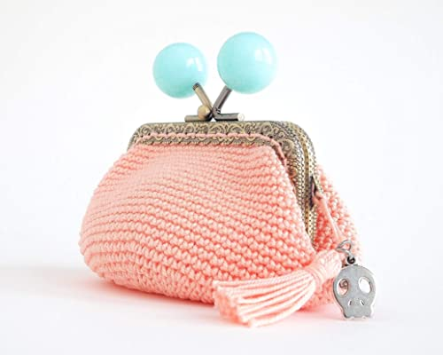 Monedero en crochet rosa de boquilla bolas azules