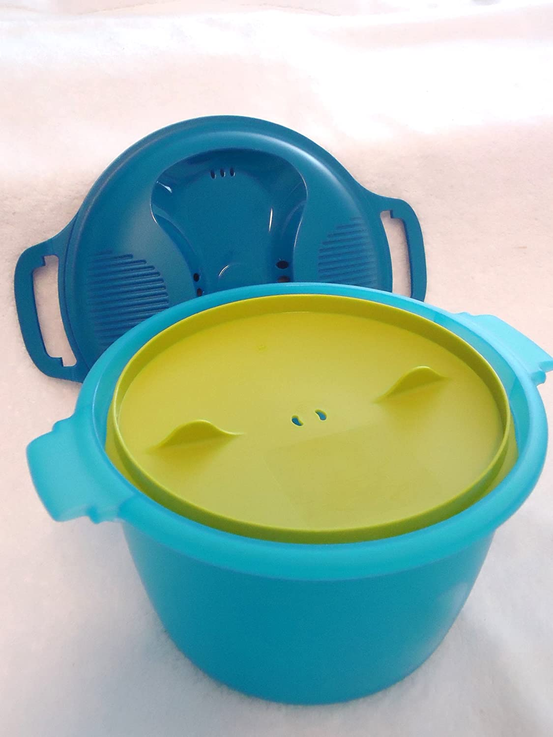 Tupperware Large 9.25 Cup Microwave Rice Maker in Blue