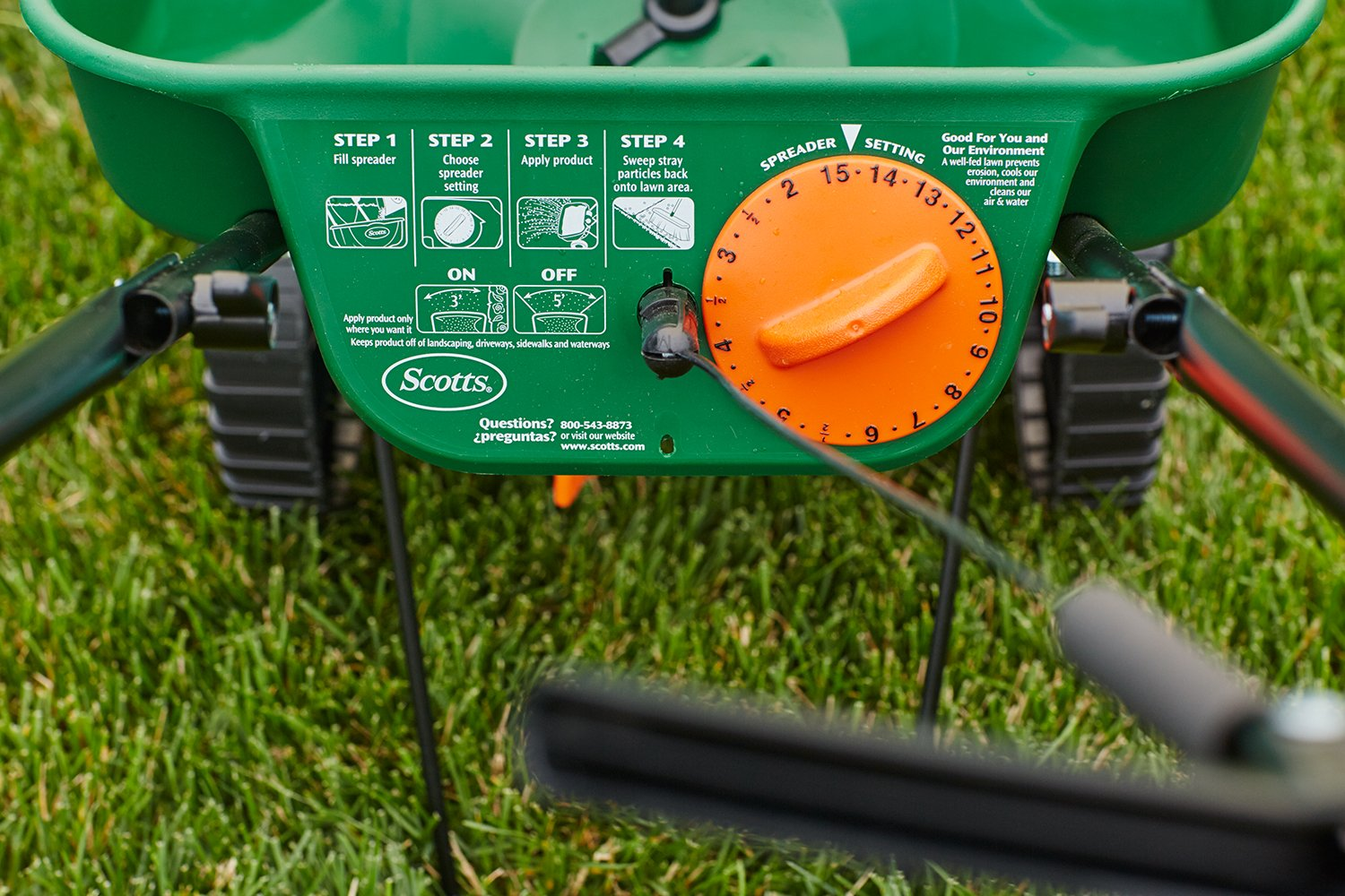 how to use scotts mini broadcast spreader