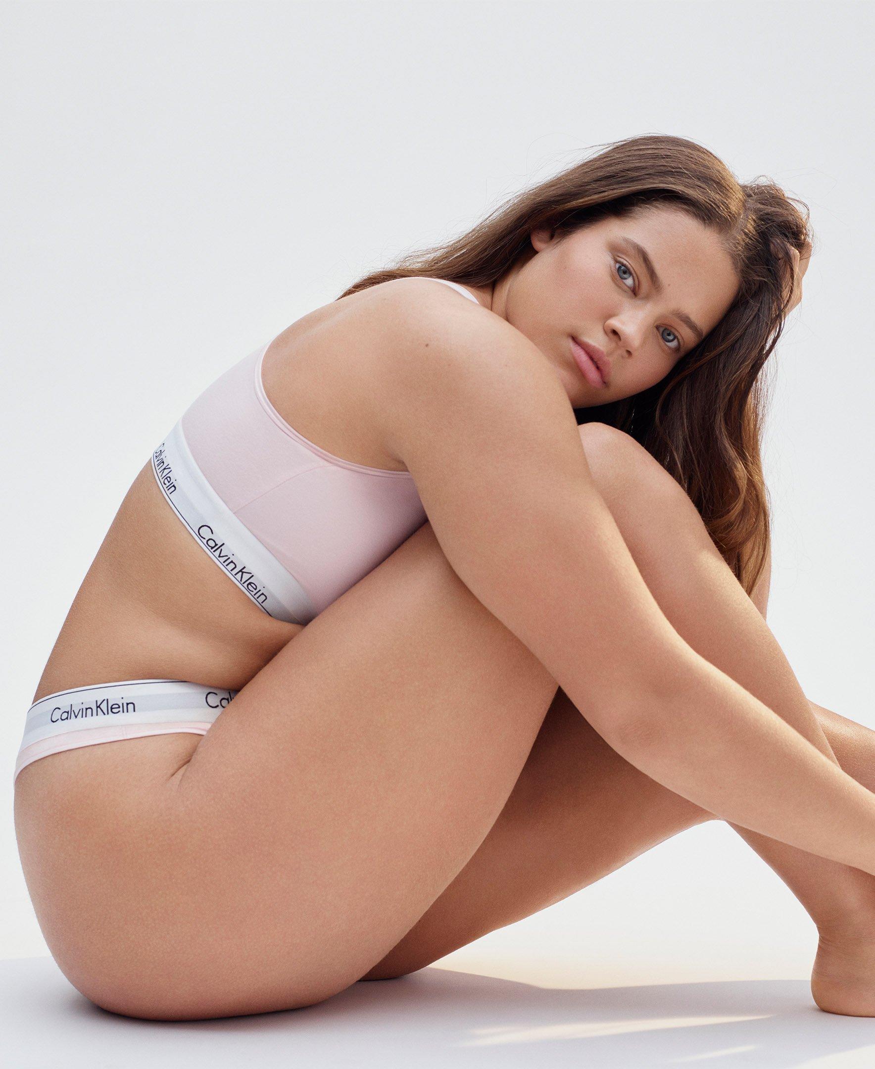 583e4a3c2ffde Galleon - Calvin Klein Women s Plus Size Modern Cotton Thong Panty ...