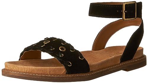 260bfec0d70 Clarks Women s Corsio Amelia Flat Sandals  Amazon.ca  Shoes   Handbags