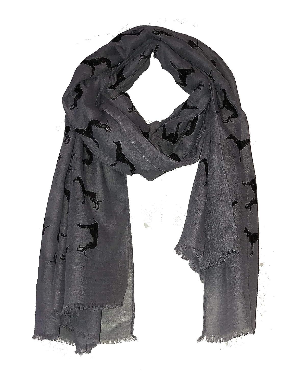 Bufanda gris con diseño de galgo negro y borde deshilachado. -- Grey with black Big greyhound scarf with frayed edge.