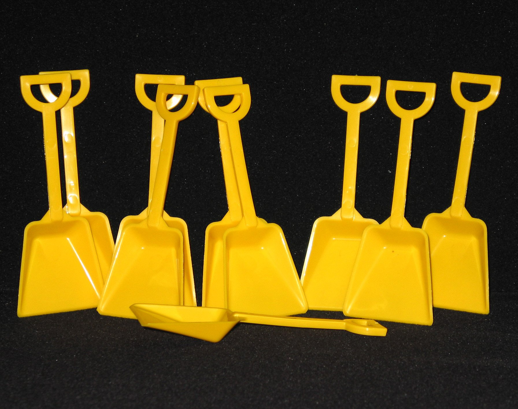 Small Toy Plastic Shovels Wholesale Lot, Pack 500, 7 Inches Tall, Color Yellow
