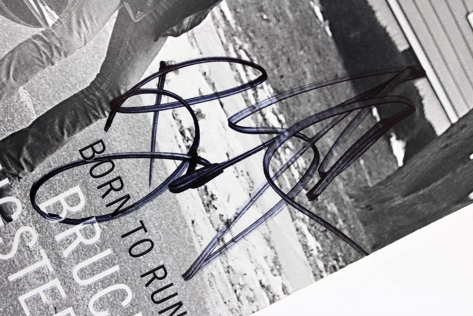 Bruce Springsteen Autographed Signed Memorabilia Born To Run 1st Edition Paperback Book Beckett #A88690