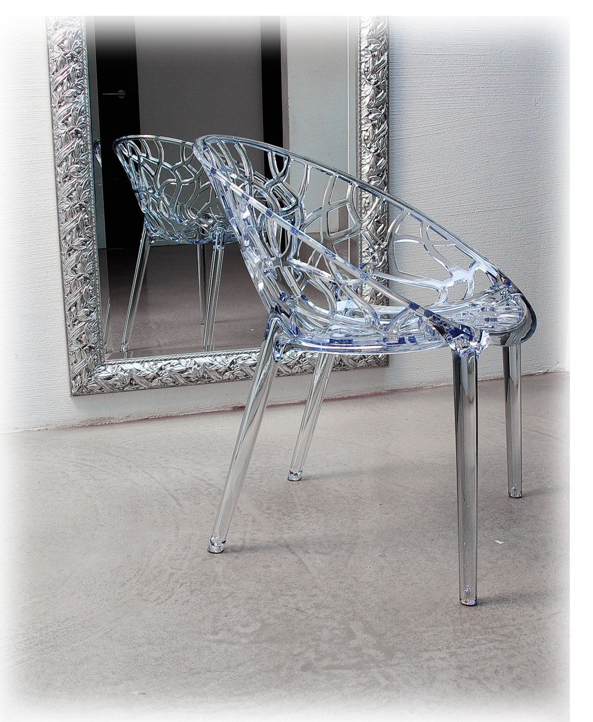 Ghost Chair Armrest Chair plexiglas. Chic Design, High Quality Processing, Comfortable Seated, for Outdoor and Indoors suitable. Illustration in Transparent Clear Fiesta