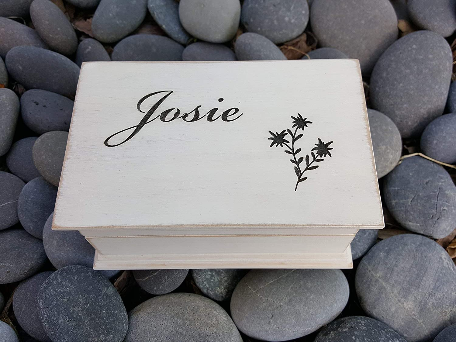 Amazon Com Custom Engraved Wooden Music Box Jewelry Box With An Edelweiss Flower And Your Choice Of Name On Top Color And Song Handmade