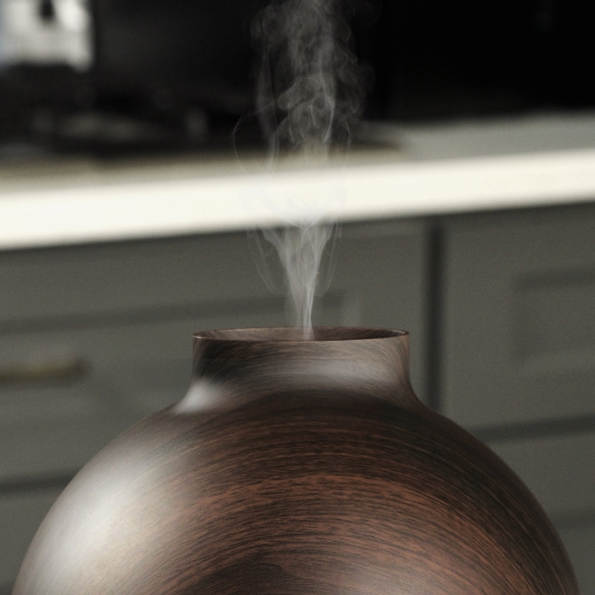 Extra Large Essential Oil Diffuser Holds a Big 20 FL OZ / 600 ml. Lasts All Night, Very Quiet. Mist Humidifier Aromatherapy Machine for Office Home Bedroom Study Yoga Spa (Dark Brown). … by Vida Essentials (Image #6)