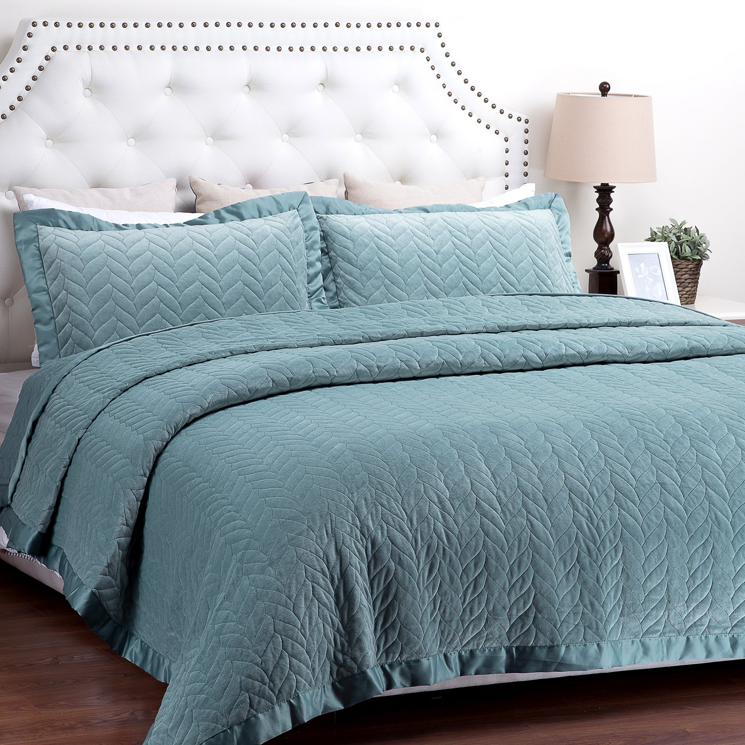 Turquoise Leaf Pattern Hypoallergenic All Season Lightweight by Bedsure