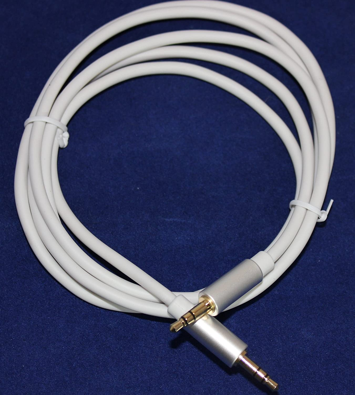 5ft works with bulky cases 3.5mm male to 3.5MM male stereo audio cable Apollo AV 1.5M