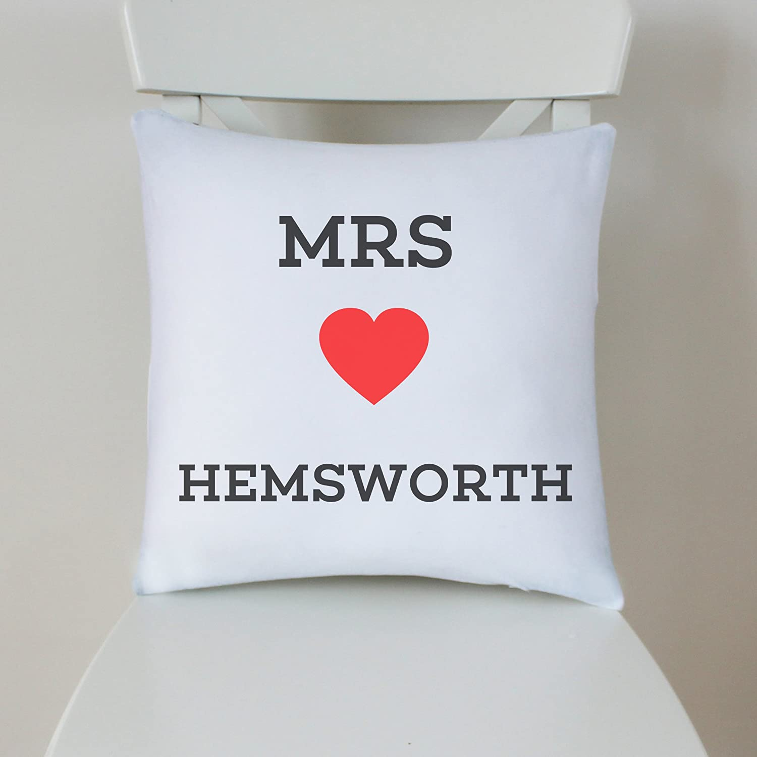 Chris Hemsworth Cushion Pillow - 100% Cotton - Available with or without filling pad - 40x40cm (Cover and cushion filling pad) The Stocking Fillers