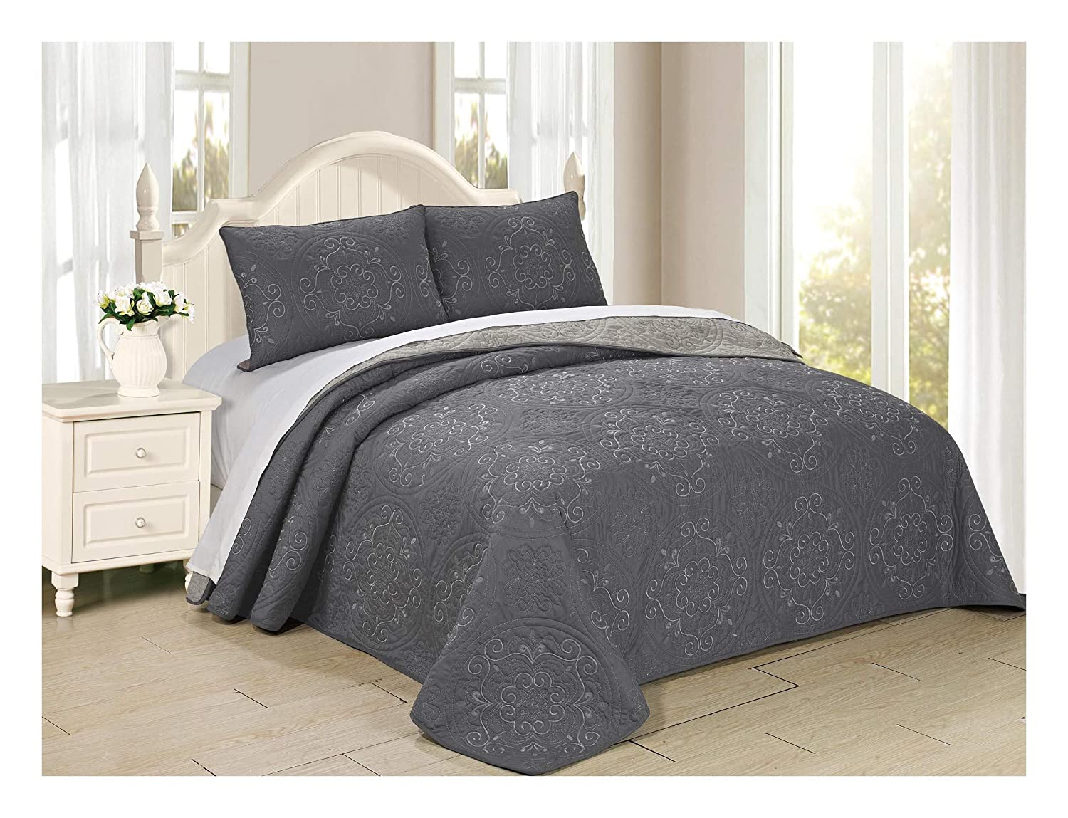 King, Navy//Silver All American Collection 3 Piece Circle Embroidered Bedspread and Pillow Sham Set