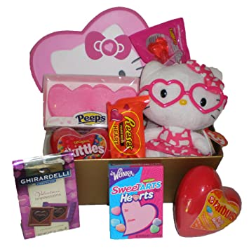 Amazon.com : Hello Kitty Valentine\'s Day Chocolate and Candy Gift ...