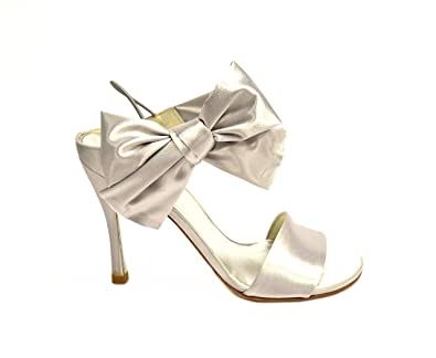 32aba261749f65 STUART WEITZMAN Moonglo Womens BIGBOW Satin Bridal Sandal Silver 230467E (7)