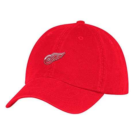 0d6cf0ee216bb Amazon.com   adidas Detroit Red Wings NHL Dad Adjustable Slouch Cap ...