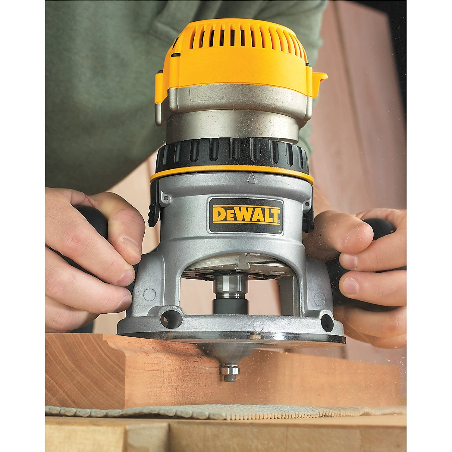 Dewalt dw616 1 34 horsepower fixed base router dewalt dw616 greentooth Gallery