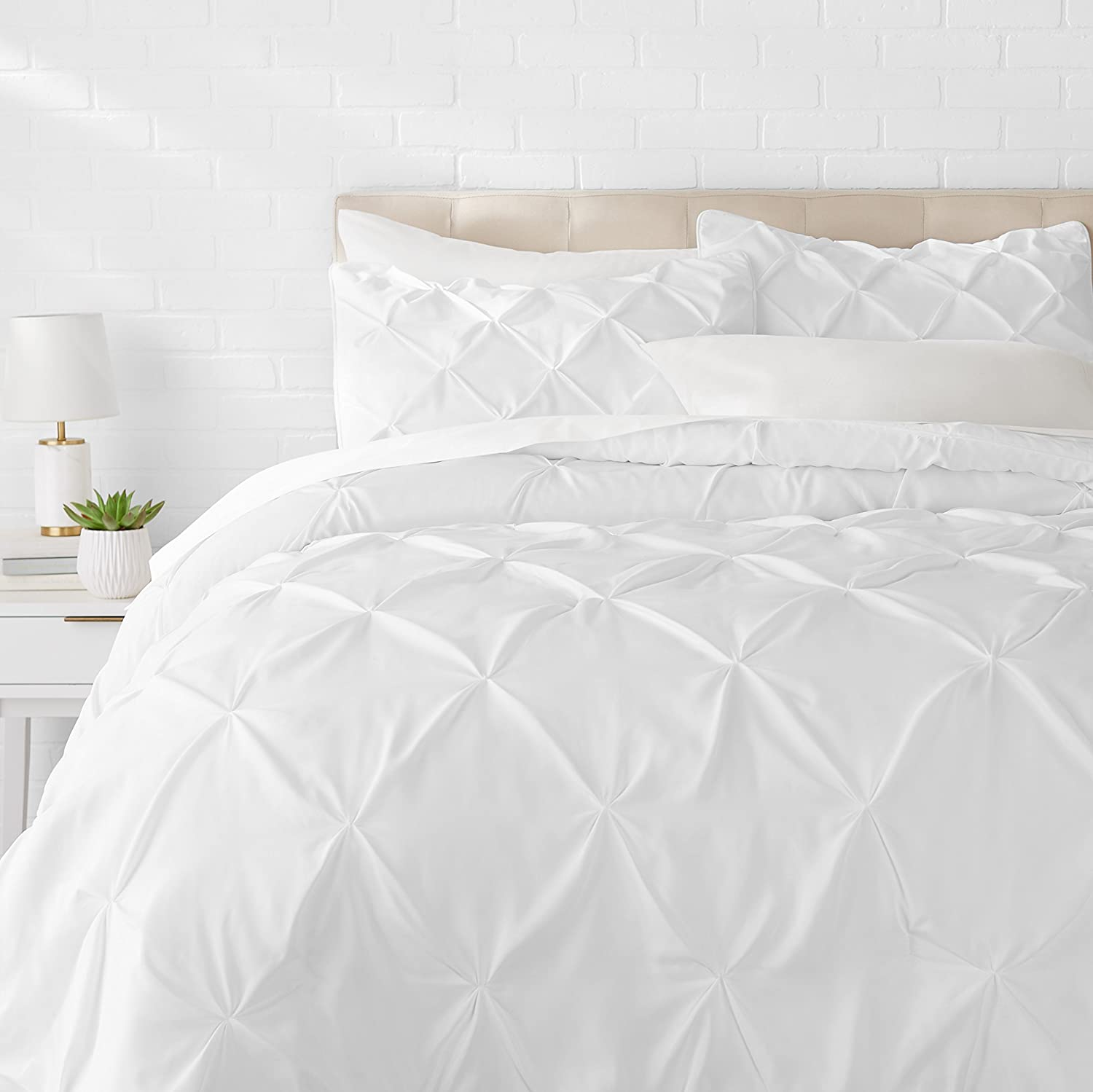 AmazonBasics Pinch Pleat Down-Alternative Comforter Bedding Set - Full / Queen, Bright White