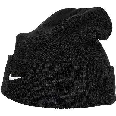 5bacc29d Amazon.com: Nike Team Sideline Beanie, 867309 (Black/White): Clothing