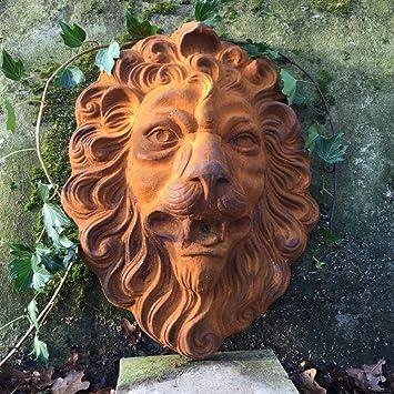 Löwenkopf gewaltiger Löwe als beeindruckende Wanddekoration und Wasserspeier