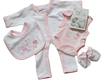 Luxury Baby Boxed Gift Set 100/% Cotton Clothes sleepsuit /&accessories 0-3 Months Pink