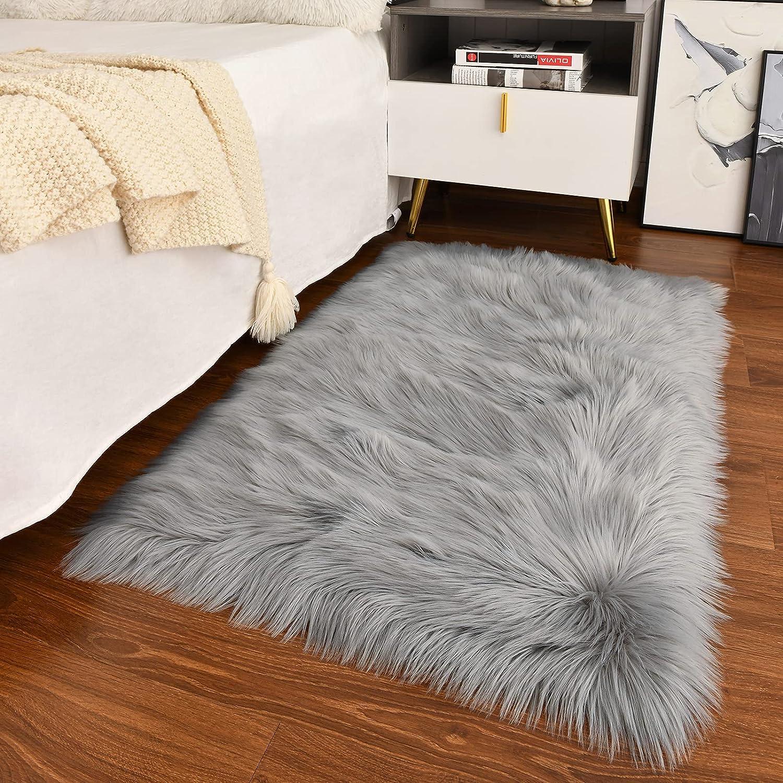 Guucha Soft Modern Faux Sheepskin Rug, 2x3 Feet Fluffy Faux Fur Area Rugs for Bedroom Living Room, Kids Plush Fur Carpets for Boys Girls Nursery Home Decor, Grey