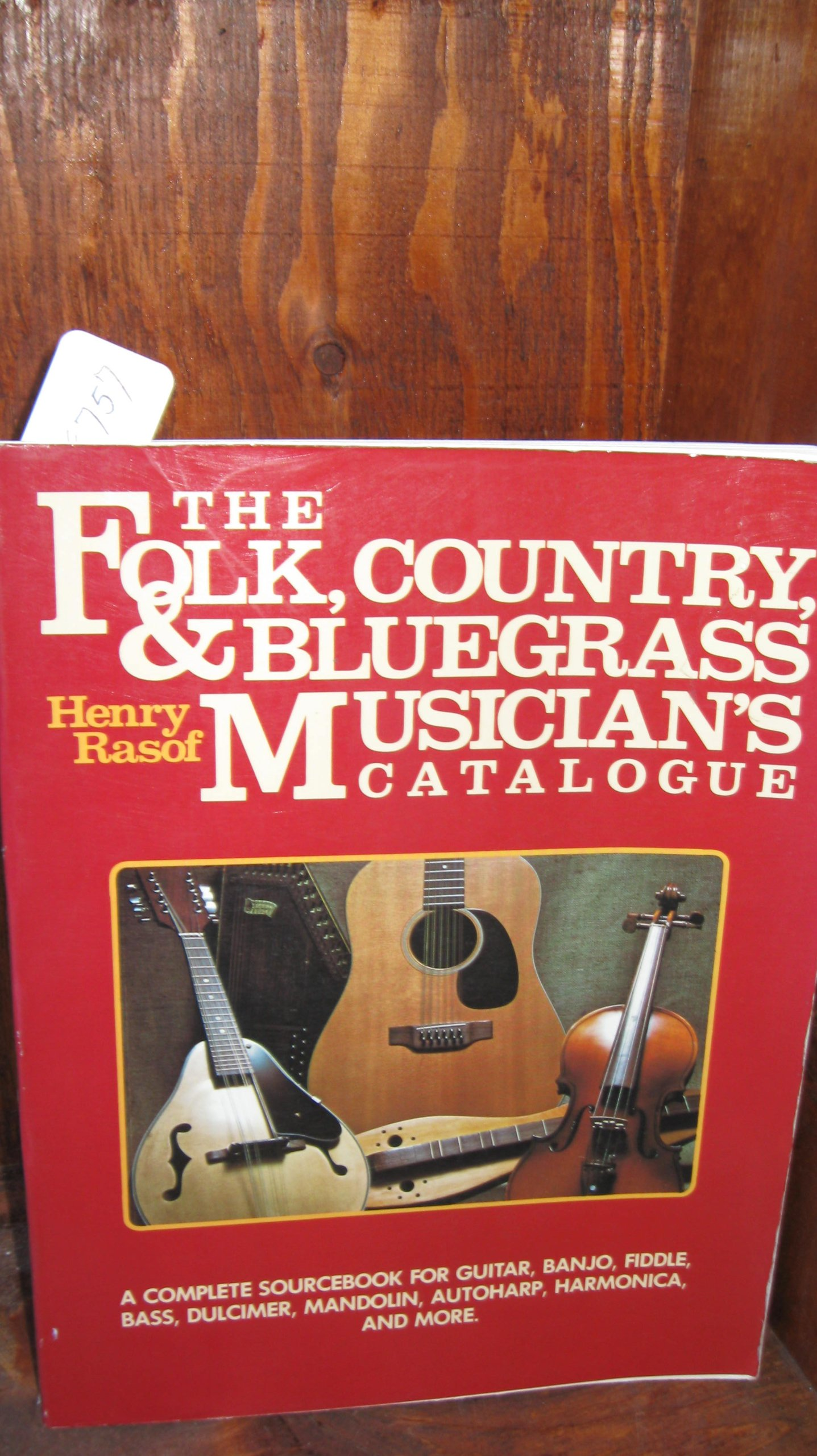 The Folk, Country and Bluegrass Musician's Catalogue: A Complete Sourcebook for Guitar, Banjo, Fiddle, Bass, Dulcimer, Mandolin, Autoharp, Harmonica,