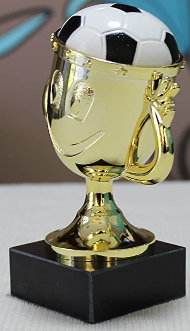mit Wunschgravur w/ählbar in 3 Gr/ö/ßen Resinfigur Sieger-Fu/ßballjunge Henecka Fussball-Kinder-Pokal oder als 3er-Serie Silber mit Gold