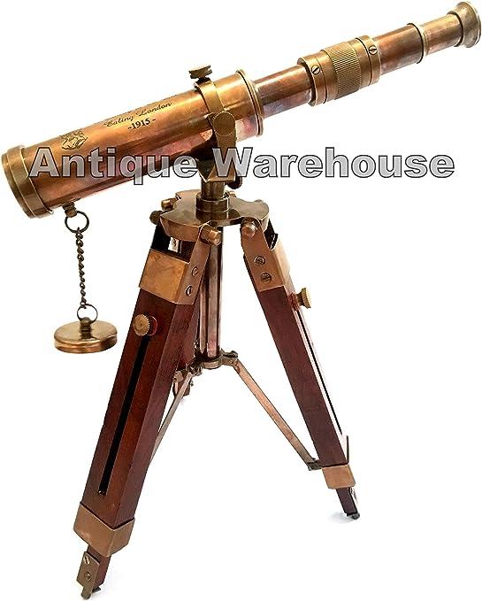 Telescopio nautico anticato in ottone con tappo a schiuma.