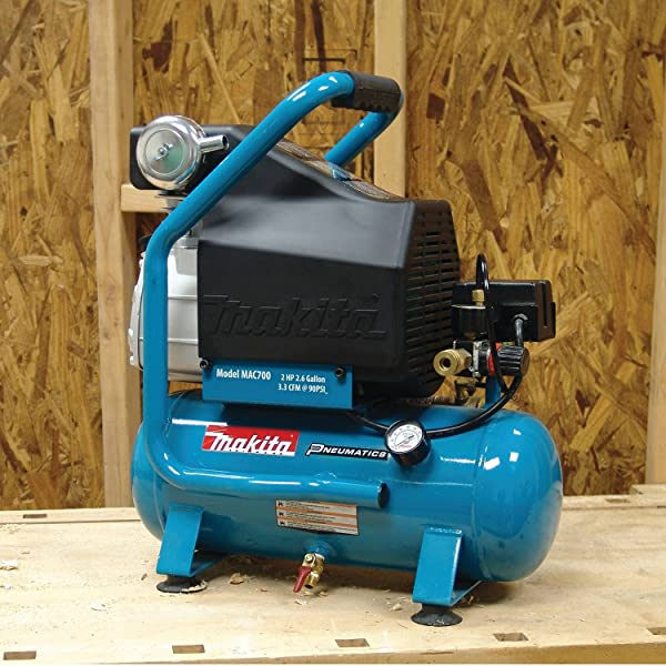 One of the things that make the Makita MAC700 super unique is the pump that is made of cast iron, piston, and a big bore cylinder.